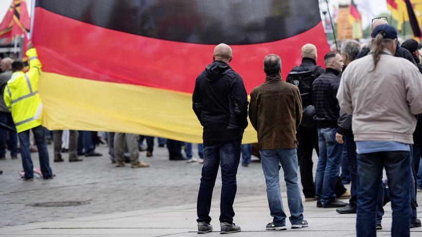 Fremdenfeindlichkeit: Anhänger der Pegida-Bewegung während einer Demonstration in Dresden