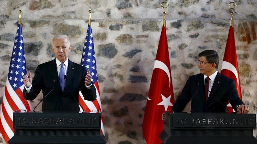 """""""Islamischer Staat"""": US-Vizepräsident Joe Biden mit dem türkischen Premierminister Ahmet Davutoglu in Istanbul"""