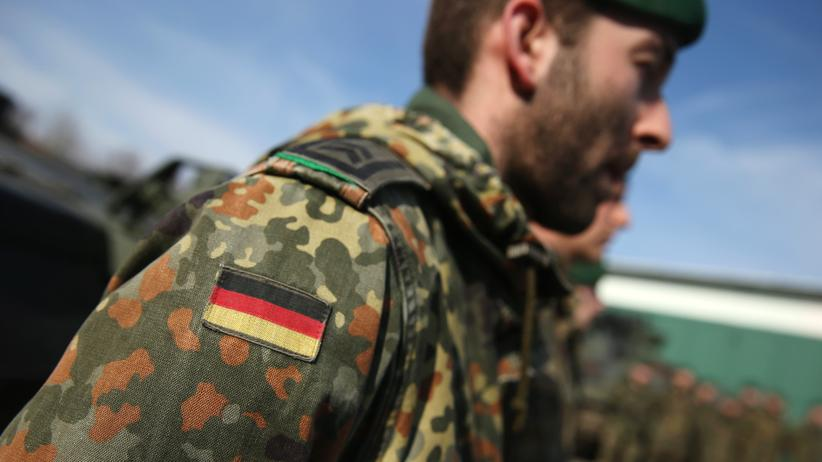 Bundeswehr: MARIENBERG, GERMANY - MARCH 10: Members of the German Bundeswehr's 371st Armoured Infantry Battalion (Panzergredanadierbataillon 371) stand at attention prior to the arrival of a general during a media event at the battalion's base on March 10, 2015 in Marienberg, Germany.