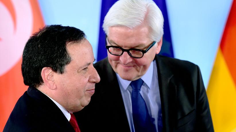 Migration: Tunesiens Außenminister Khemaies Jhinaoui (l.) und sein deutscher Kollege Frank-Walter Steinmeier