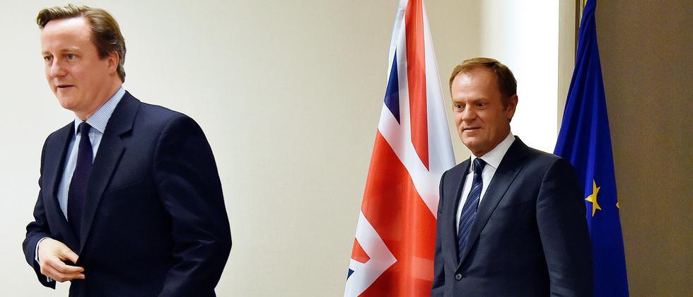 Donald Tusk (rechts) zusammen mit David Cameron vor dem Beginn ihrer Verhandlungen über mögliche Reformen der EU