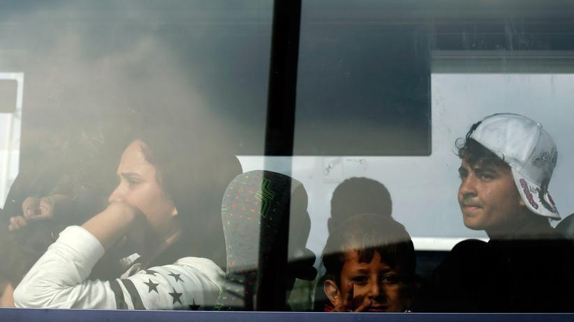 Flüchtlinge: Flüchtlinge in einem Bus im österreichischen Nickelsdorf
