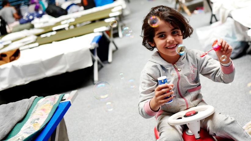 Flüchtlingskrise: Ein Mädchen in einer Flüchtlingsunterkunft in Hanau