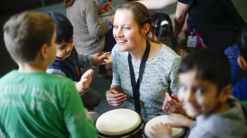 Flüchtlingspolitik: Musizieren mit Flüchtlingskindern in Berlin