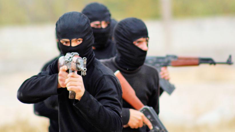 """""""Islamischer Staat"""": Islamistische Kämpfer bei einer Vorführung in der Nähe von Damaskus"""