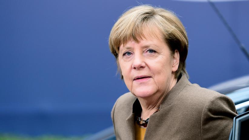 Flüchtlingspolitik: Von der mächtigsten zur ziemlich einsamen Frau Europas: Angela Merkel bei der Ankunft zum letzten EU-Krisengipfel am 18. Februar