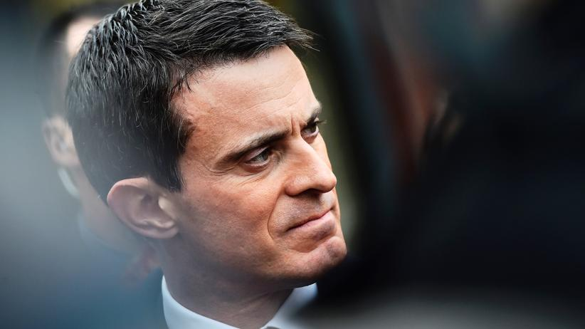 Manuel Valls: French Prime minister Manuel Valls answers journalists after visiting a judo club in Sainte-Genevieve-des-Bois, outside Paris, on December 11, 2015, two days ahead of the second round of the French regional elections.