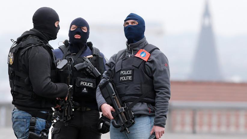 Einsatzkräfte sichern den Justizpalast in Brüssel.