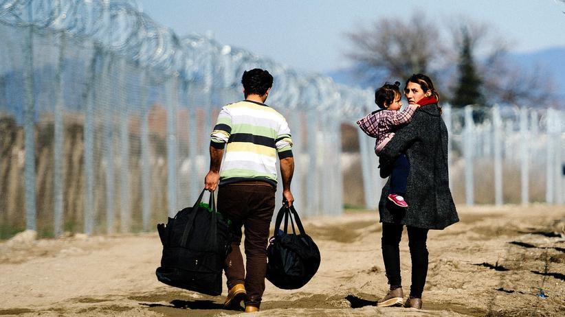 Flüchtlinge und Landtagswahlen: Flüchtlinge an der griechisch-mazedonischen Grenze: Ob der EU-Gipfel ihre Lage verbessern wird, ist fraglich.
