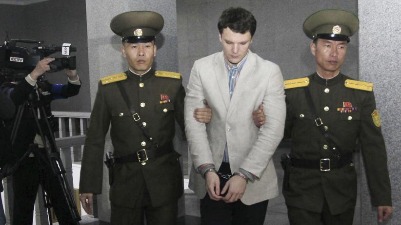 Nordkorea: Der 21-jährige Student aus den USA, Otto Warmbier, in den Räumen des Obersten Gerichts Nordkoreas in Pjöngjang. Er wurde zu 15 Jahren Arbeitslager verurteilt.