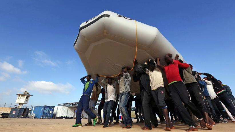 Mittelmeer: Viele der Flüchtlinge setzen in Schlauchbooten von Libyen nach Italien über.