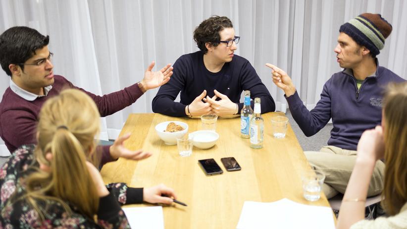 Nordafrikaner in Deutschland: Ghassen Rahmani, Youcef Chaouch, Abdessamad Idrissi (von links nach rechts)