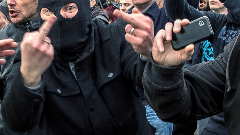 Thilo Sarrazin: Pegida-Anhänger in Calais, Frankreich