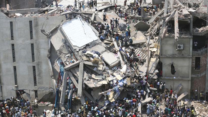Das Rana Plaza Gebäude in Sabhar (Bangladesch) nach dem Einsturz
