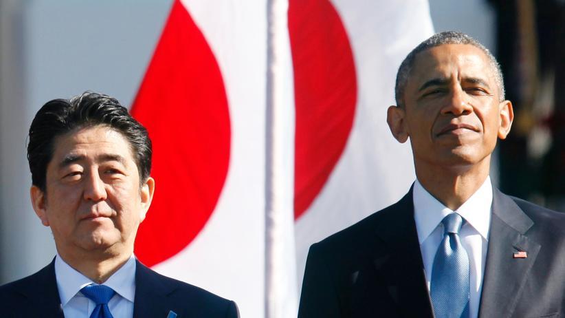 Japan: US-Präsident Barack Obama (r.) und der japanische Premierminister Shinzo Abe in Washington im vergangenen Jahr