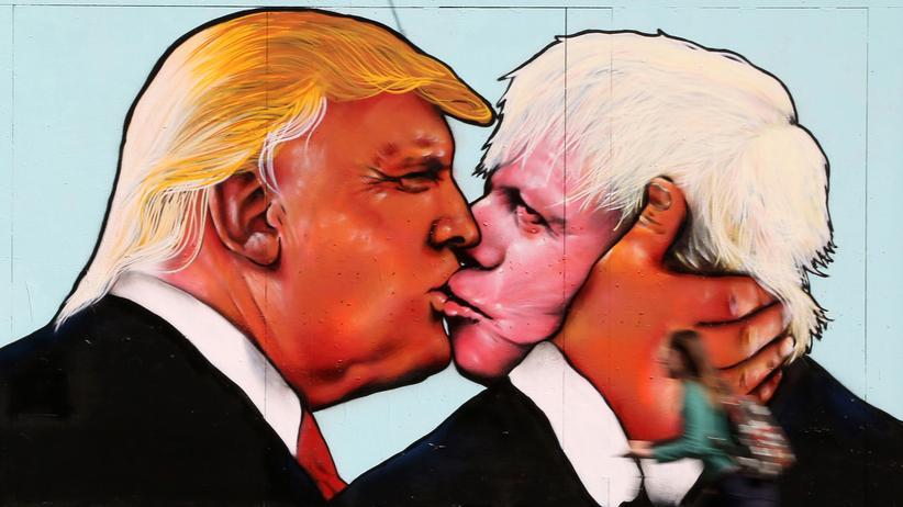 Brexit: Ein Wandbild in Bristol: Bruderkuss zwischen Boris Johnson und Donald Trump