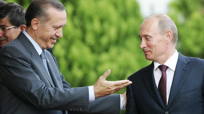 Türkei und Russland: Wieder freundschaftliches Verhältnis: Der türkische Präsident Erdoğan mit dem russischen Präsidenten Putin am Rande eines G-20-Treffens