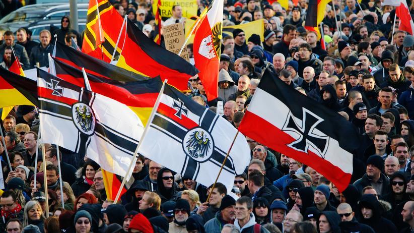 Fremdenfeindlichkeit: Rechtsextreme protestieren in Köln