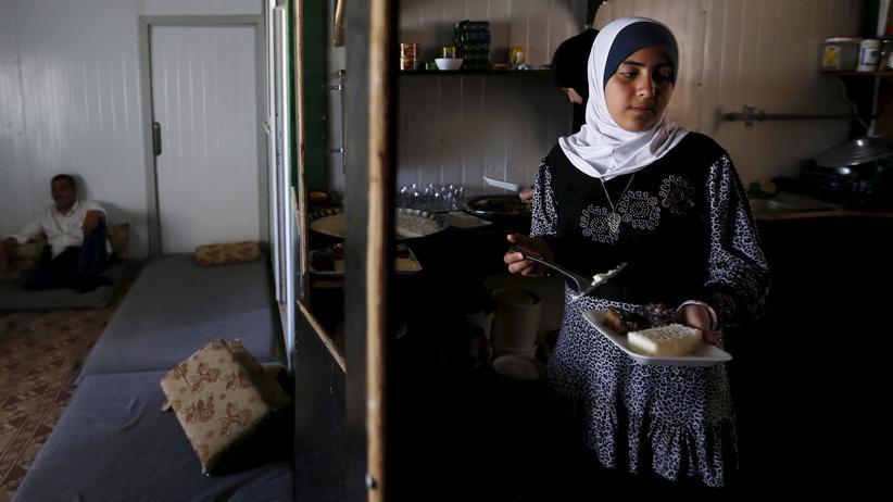 Zuwanderung: Die 14-jährige Syrerin Omayma al Hushan (r.) hat eine Initiative gegen Kinderehen gegründet.