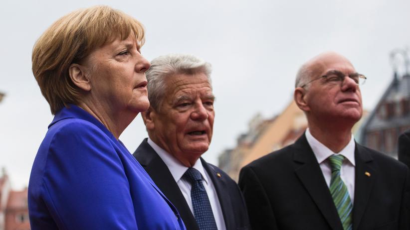 Bundeskanzlerin Angela Merkel, der sächsische Ministerpräsident Stanislaw Tillich, Bundespräsident Joachim Gauck und Bundestagspräsident Nobert Lammert bei den Feierlichkeiten zum Tag der Deutschen Einheit