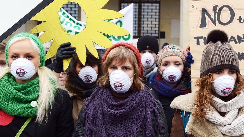 Klimaschutz: Umweltaktivistinnen bei einer Demonstration in Warschau (Archivbild)