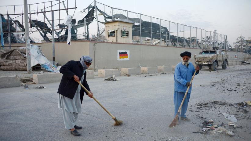 Masar-i-Scharif : Aufräumarbeiten nach dem Anschlag auf das deutsche Generalkonsulat in Masar-i-Scharif
