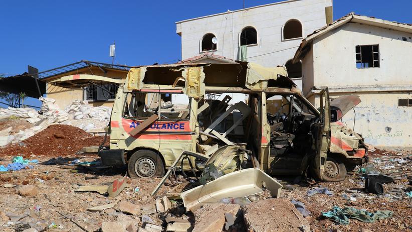 Syrien: Ein zerstörter Krankenwagen in einem Außenbezirk Aleppos am 15. November