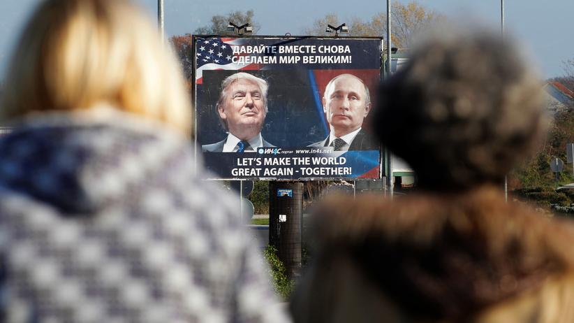 USA und Russland: Eine prorussische Gruppe hat nach Trumps Wahlsieg ein Plakat in Danilovgrad, Montenegro, aufgehängt.