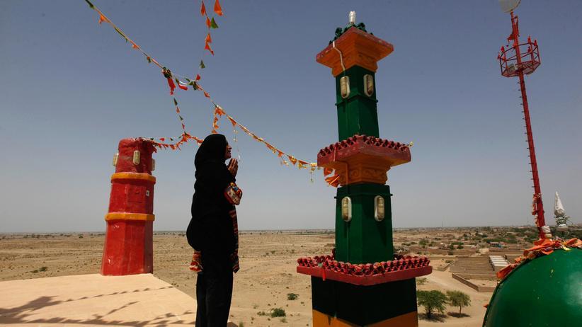 Pakistan: Der im 14. Jahrhundert erbaute Lal-Schahbaz-Qalandar-Schrein in Sehwan