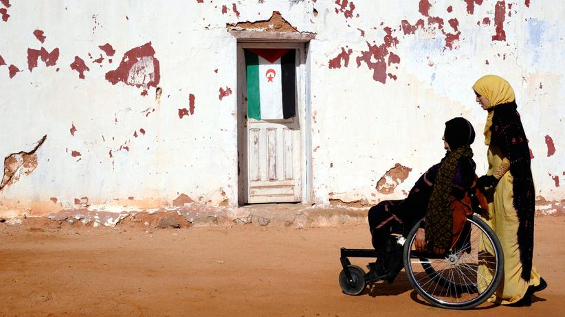Bundesrat: Viele Menschen in Nordafrika werden, wie diese Frau im Rollstuhl, Opfer von Landminen.