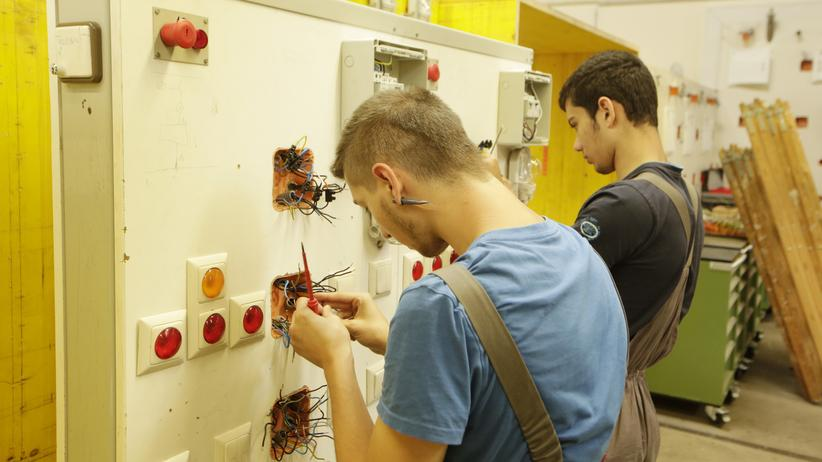 Duale Ausbildung: Junge Auszubildende in Österreich
