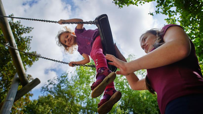Kinderbetreuung: Auf dem Buckel der jungen Frauen