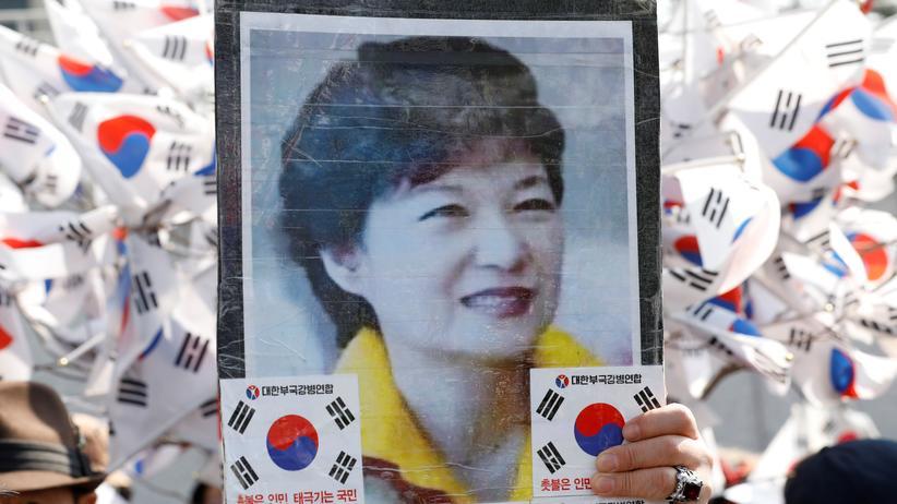 Park Geun Hye: Unterstützer von Südkoreas Ex-Präsidentin Park Geun Hye protestieren vor dem Gebäude der Staatsanwaltschaft.