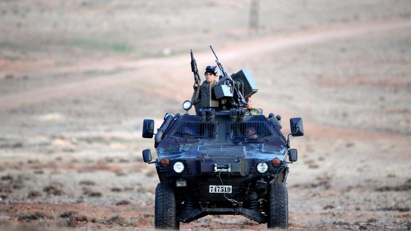 Rüstung: Türkische Soldaten in einem gepanzerten Fahrzeug