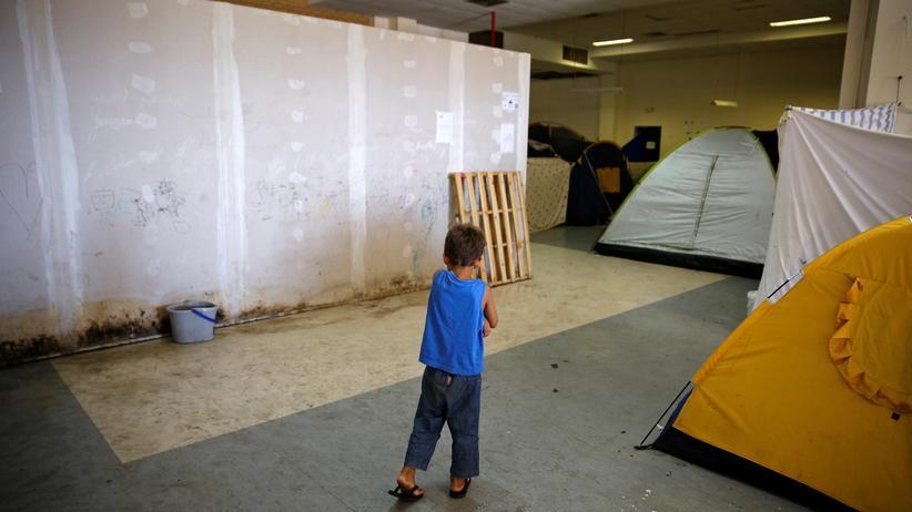 Minderjährige Flüchtlinge: Ein Junge in einer Flüchtlingsunterkunft in Athen