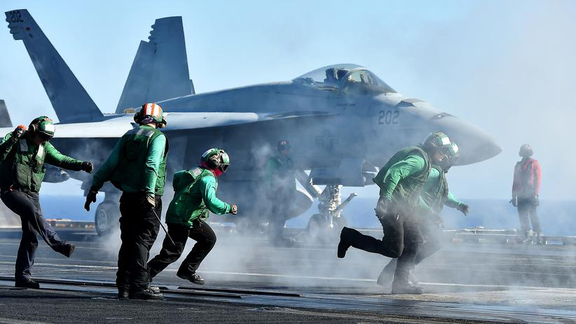 Sipri-Institut: Ein Kampfjet auf einem US-Flugzeugträger