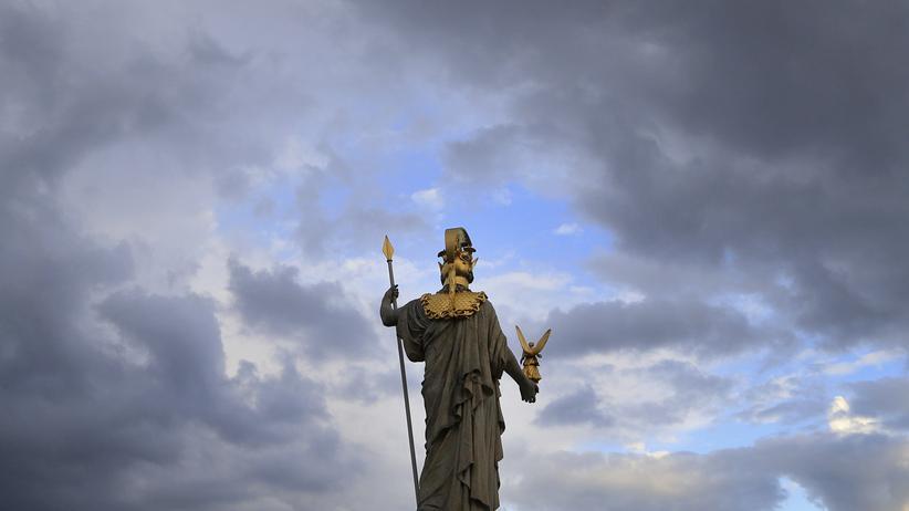 Staatsverweigerer in Österreich: Die Figur von Athene vor dem österreichischen Parlament soll die zeitlose Gültigkeit der Demokratie darstellen. 1400 Österreicher lehnen den Staat jedoch ab.