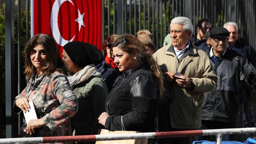 """Referendum in der Türkei: Treffen sich """"Evet""""- und """"Hayır""""-Anhänger in Berlin"""