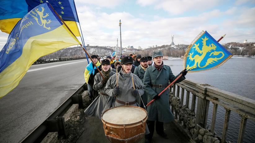 Europäisches Parlament: Menschenkette über dem Fluss Dnipro in Kiew