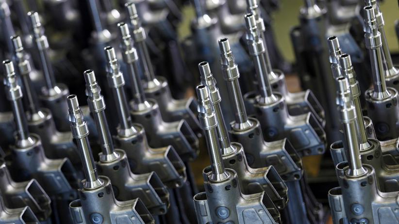 Bundesregierung: Maschinengewehre in einer Fabrik von Heckler & Koch in Oberndorf, Baden-Württemberg