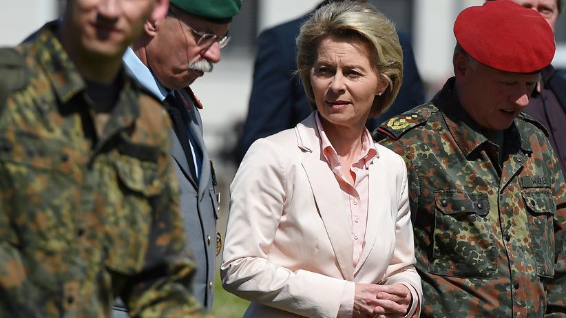 Bundeswehr: Verteidigungsministerin Ursula von der Leyen bei ihrem Besuch in Illkirch am Mittwoch