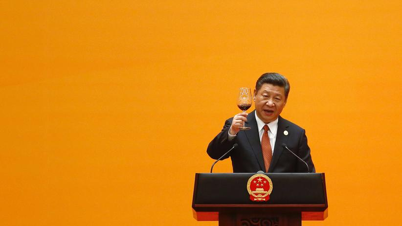Handelspolitik: Chinese President Xi Jinping offers a toast during the welcoming banquet for the Belt and Road Forum at the Great Hall of the People in Beijing on May 14, 2017.
