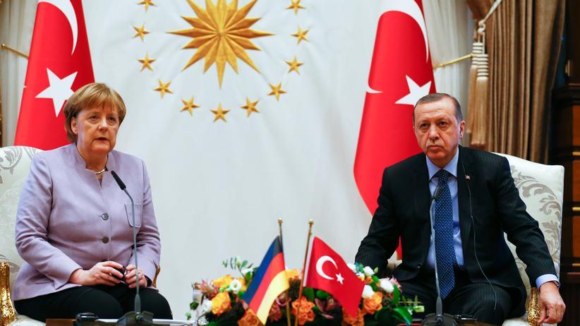 Türkei: Kanzlerin Angela Merkel und der türkische Präsident Recep Tayyip Erdoğan bei einem Treffen in Ankara im Februar 2017