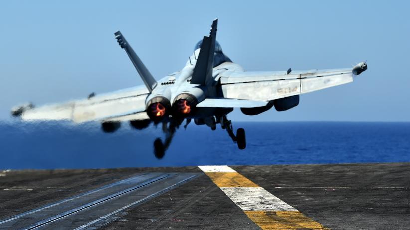 Rakka: Ein Kampfjet F/A-18 der US Streitkräfte