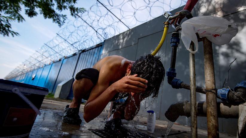 Flüchtlinge: In einem Flüchtlingscamp an der Grenze zwischen Serbien und Ungarn