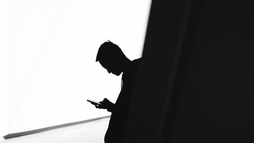 WhatsApp: Staatstrojaner sollen die Kommunikation per Slack, WhatsApp und anderen Messenger-Diensten unter besonderen Umständen mitlesen können.