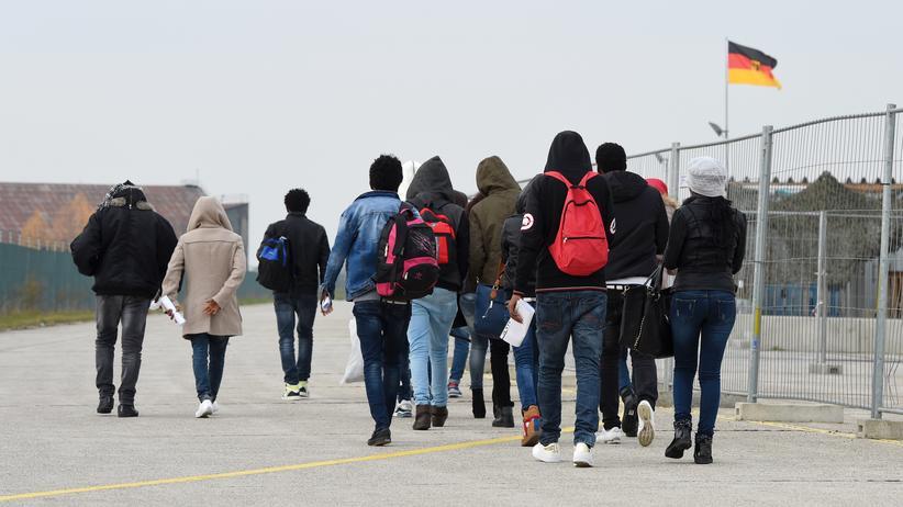 Asylverfahren: Asylbewerber bei ihrer Ankunft in Erding im November 2016