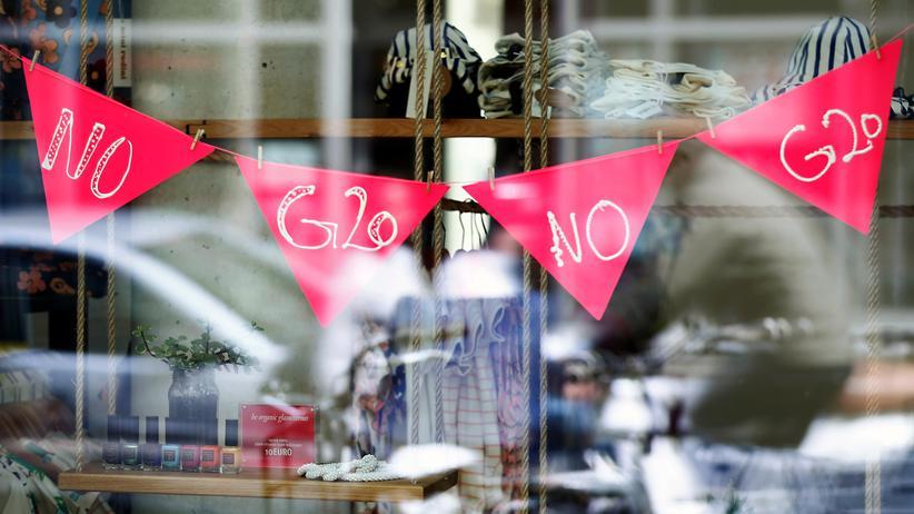 G20-Gipfel: Zum G20-Gipfel in Hamburg formiert sich vielfältiger Protest, so wie in diesem Schaufenster im Karolinenviertel.