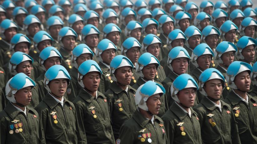 Atomstreit: Nordkoreanisches Militär während einer Parade in Pjöngjang