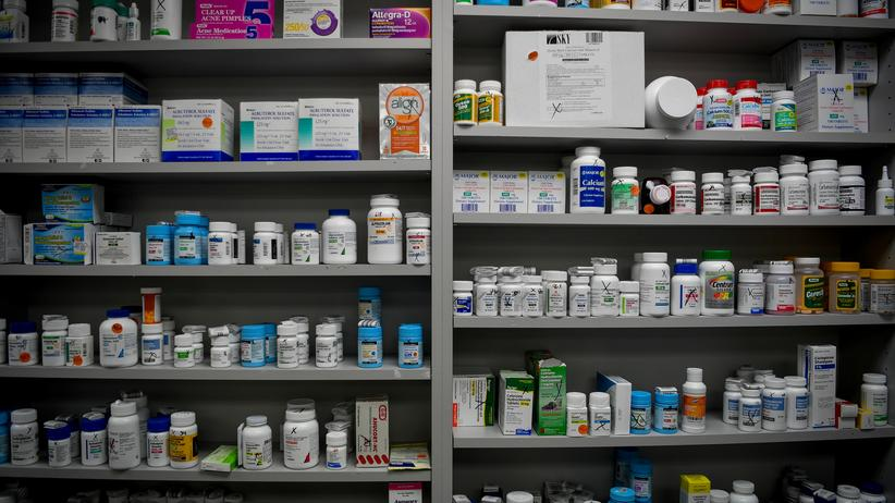 Opioid-Krise: Ein Regal voller Schmerzmittel in den USA. Viele enthalten Opioide.
